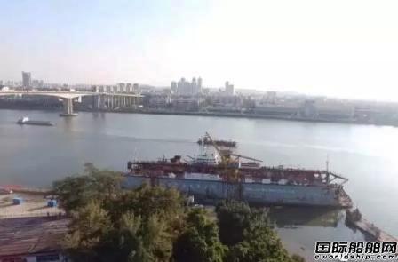 """""""越秀山""""号浮船坞正式拖离城安围船厂"""