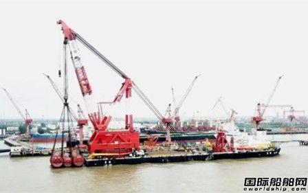 """上海中远海运重工成功为起重船翘楚""""蓝鲸""""号试重"""