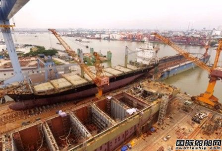 广东中远海运重工首制1750TEU集装箱船下水