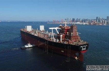 国内首艘风帆助力超大型油轮顺利出坞
