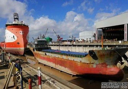 武船集团南通顺融重工首次实现两日三艘船进出坞作业