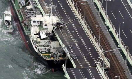 日本政府着手调查油轮撞桥事故将于一年内出结果