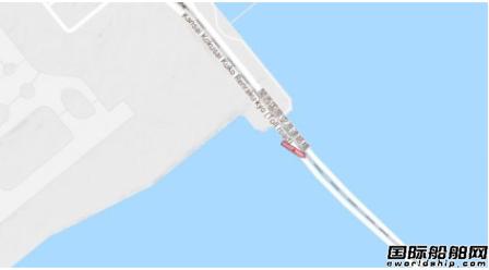 受台风影响日本一艘油船撞坏机场联络桥