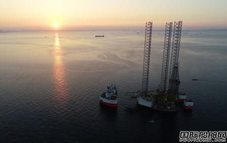 """26000吨自航半潜船""""华盛龙""""轮首航成功"""