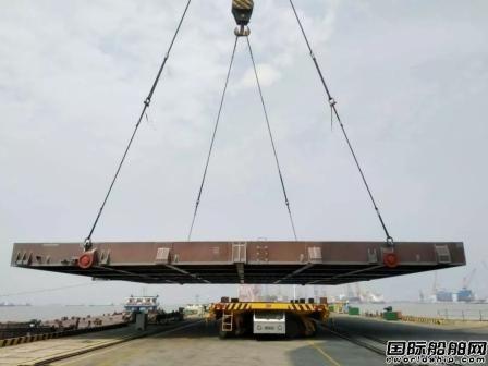 南通中远重工交付40万吨VLOC超大型船舱口盖