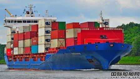 """集装箱船""""PRIAMOS""""号在芬兰搁浅"""