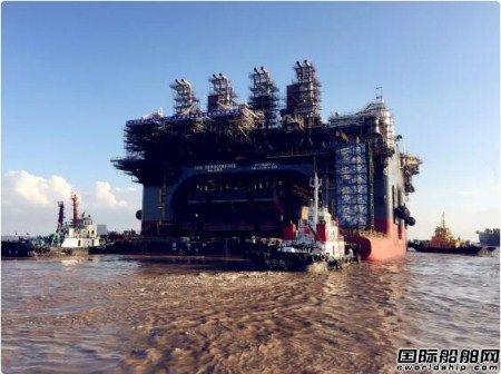 振华海服国内首创驳船堆叠助力平台浮托出坞