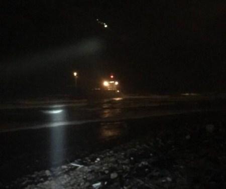 1艘货船搁浅台湾近海,直升机救走12名船员