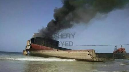 巴基斯坦拆船厂一油轮起火至少10人受伤