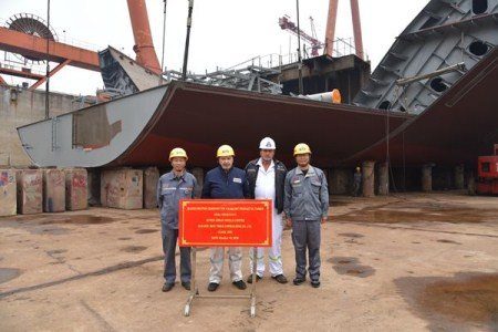 新时代造船两艘110000吨油船上台合拢