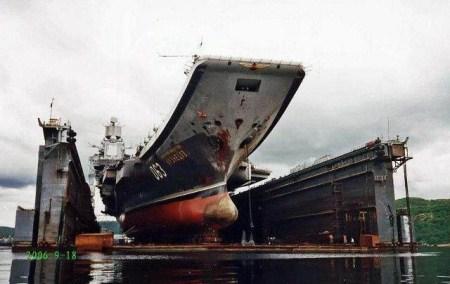 俄大修航母浮船坞突然沉没四人重伤