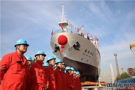 """武船建造""""向阳红31""""号大型浮标作业船下水"""