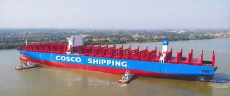 沪东中华2艘异地建造13500箱船完成两大节点