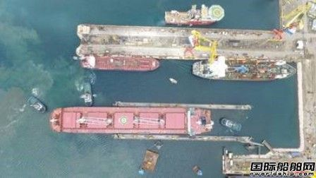 达门库拉索修船厂浮船坞投入运行