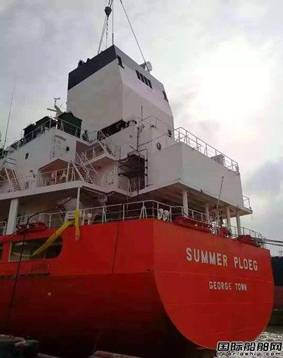 南通中远船务首例化学品船脱硫改装完成吊装关键节点