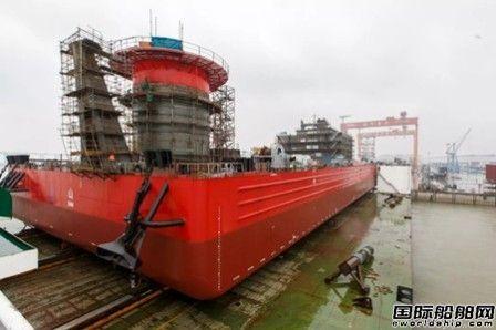 振华重工1800T全回转起重船正式下水