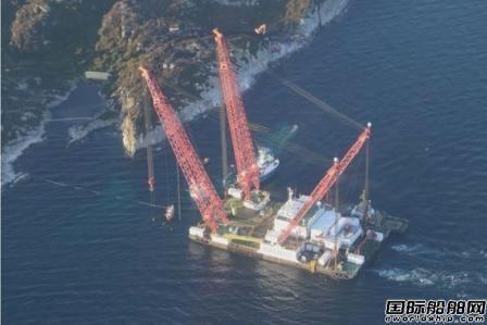 一艘中国船厂建造起重船抵达挪威军舰沉船现场