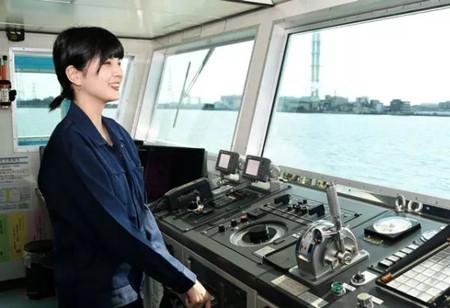 日本19岁高中女生当水手跑船