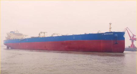 扬州中远海运重工首制158K油轮顺利试航