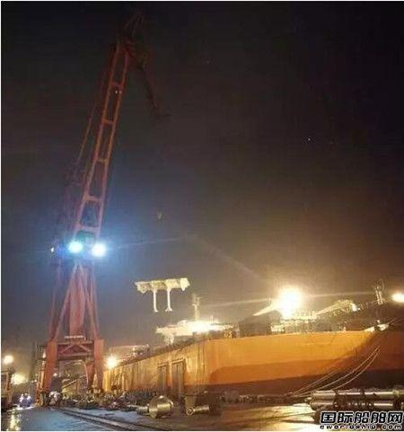 """南通中远船务""""凯力""""轮大型改装完成全船甲板分段吊装节点"""