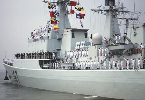中国海军舰艇编队抵达亚丁湾海域护航