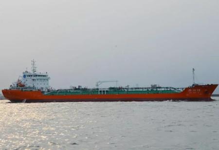 """京鲁船业11800吨成品油船""""鑫润19""""顺利离港"""