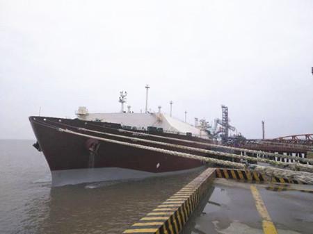 """全球首艘Q-MAXLNG船""""莫扎""""号靠泊洋口港"""