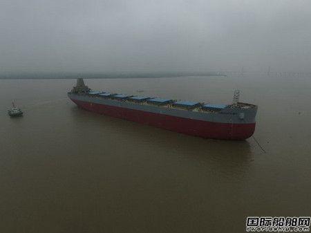 韩通船舶重工一艘82000吨散货船下水