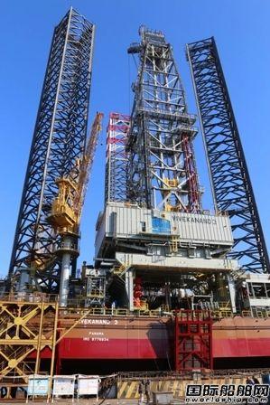 大连中远海运重工一座自升式钻井平台命名
