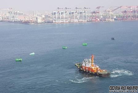 长荣海运高雄港装卸出意外13只集装箱落海