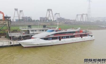 湘船重工首次同时1船下水1船交付