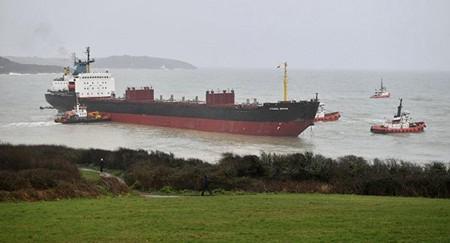 船东欠债被扣押俄罗斯货船在英国港口搁浅