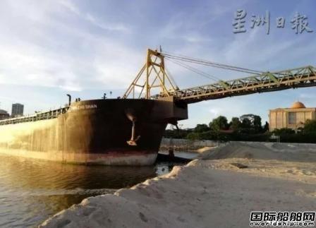 中国船员涉嫌于马来西亚劫走两艘挖沙船?!