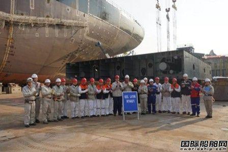 外高桥造船18万吨散货船H1461顺利下坞