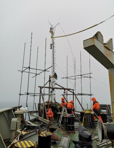雪龙号艏桅进行临时维修,船级社签发安全证书
