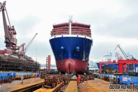 沪东中华第六艘13000吨重吊船下水
