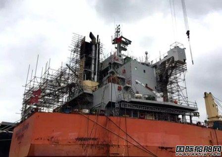 上海中远海运重工两艘船安装脱硫塔工程完工