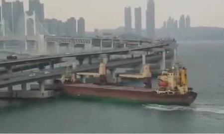"""俄货船船长""""酒驾""""在韩国先撞游船再撞大桥"""
