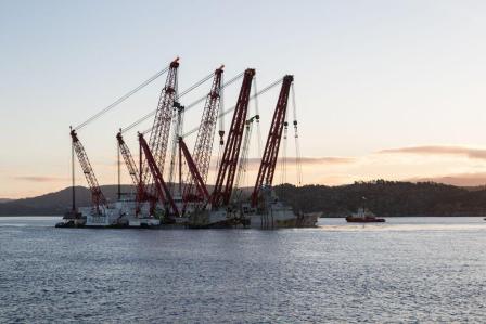 中国造浮吊船助力,挪威军舰沉没4个月被打捞出水