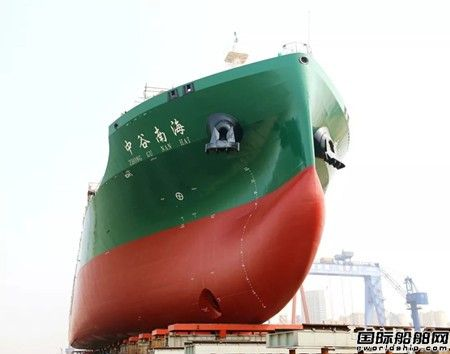 金陵船厂为中谷物流建造首艘1900TEU集装箱船下水