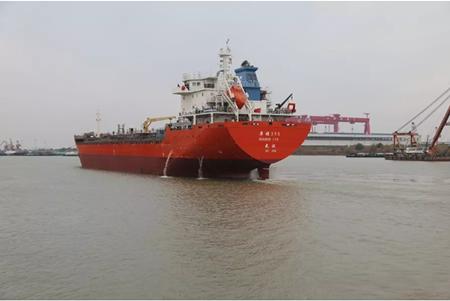 江苏海通一艘13800吨成品油船顺利交付