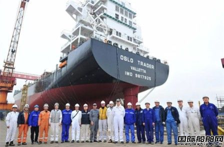 扬子江船业一船下水两船搭载