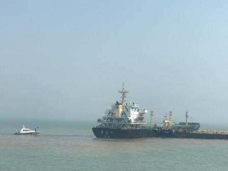 两艘船温州海域碰撞31人受困