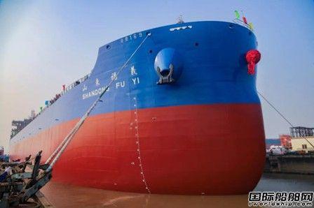 金陵船厂一船出坞一船试航