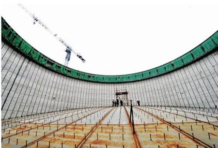 国内最大LNG储罐壁板拼装在洋山港完成