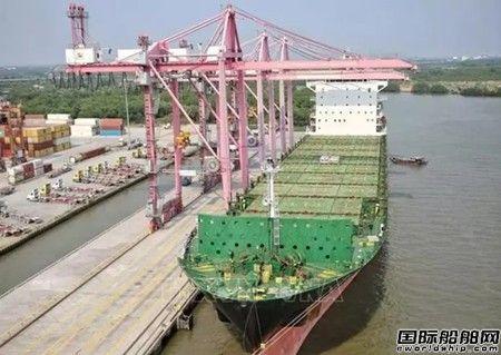 越南胡志明港迎有史以来最大集装箱船
