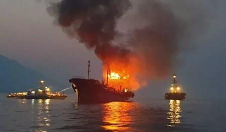 韩国一艘油轮起火致2名海员遇难