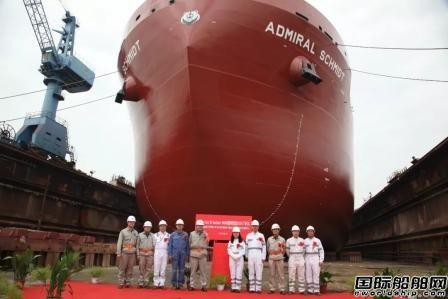 上海船厂全球首艘冰级散货船在华润大东顺利下水