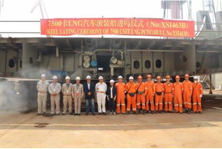 厦船重工第二艘7500车LNG动力汽车滚装船进坞