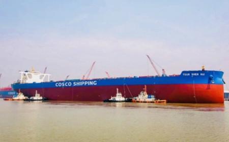 国内最大货物滚装船在江苏扬州出坞